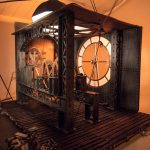 Décor horloge au studio B612 à louer