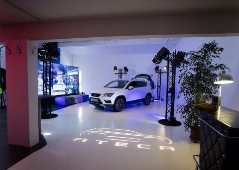 Studio photo photographe Montpellier Packshot, immobilier, portrait de dirigeants, corporate, publicité, lookbook, photo de bouteille...